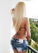 Blonde Amateur Shemale Milla Viasotti is hot as hell in her Tight Jeans Shorts